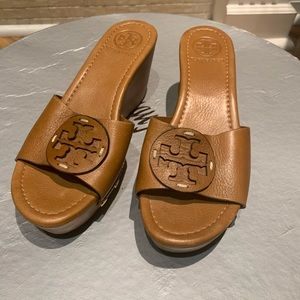 Tory Burch 7.5 Patti Tan Leather Wedge Sandals